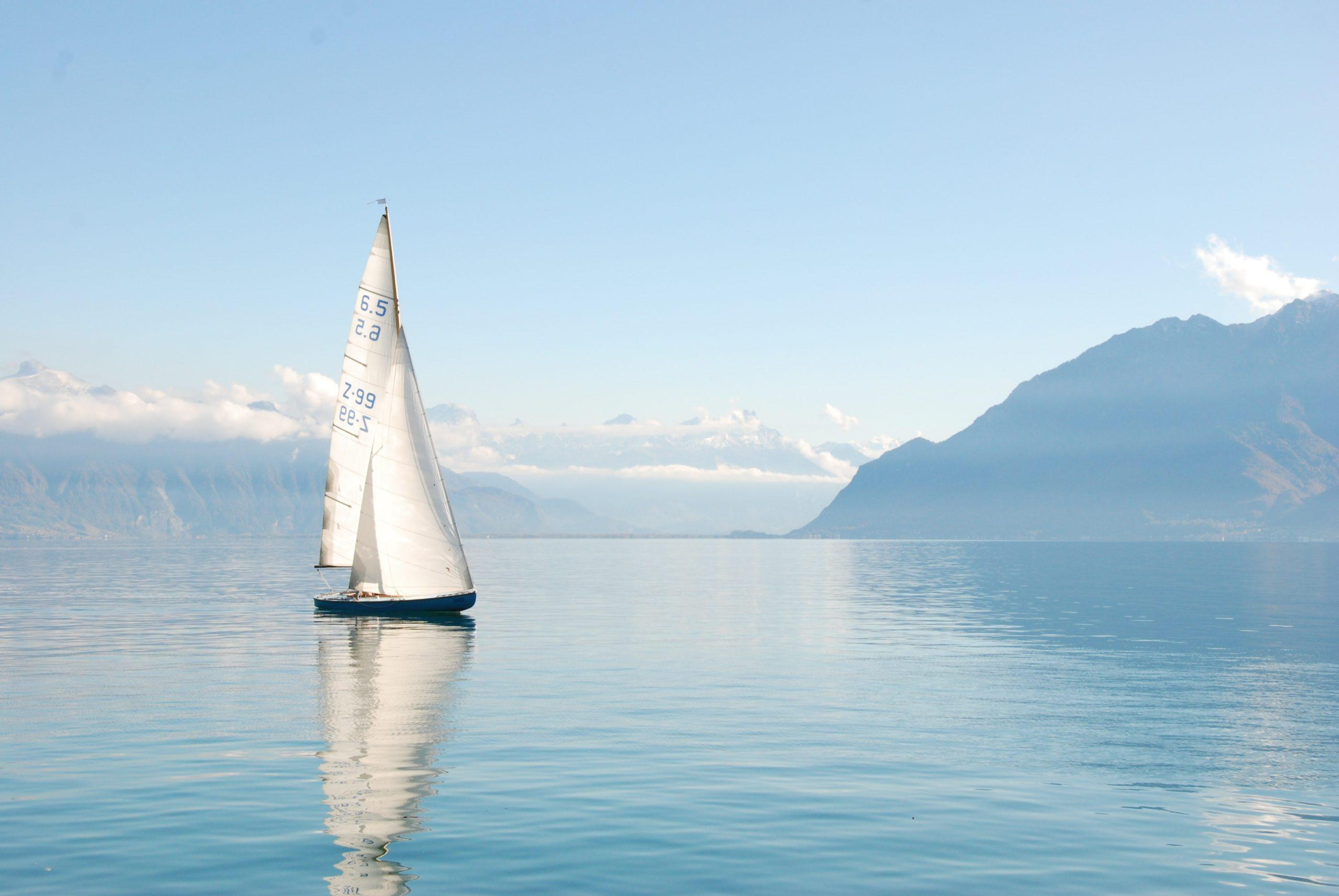 Buying small sailboats as a beginner – A guide to help you with the best deal