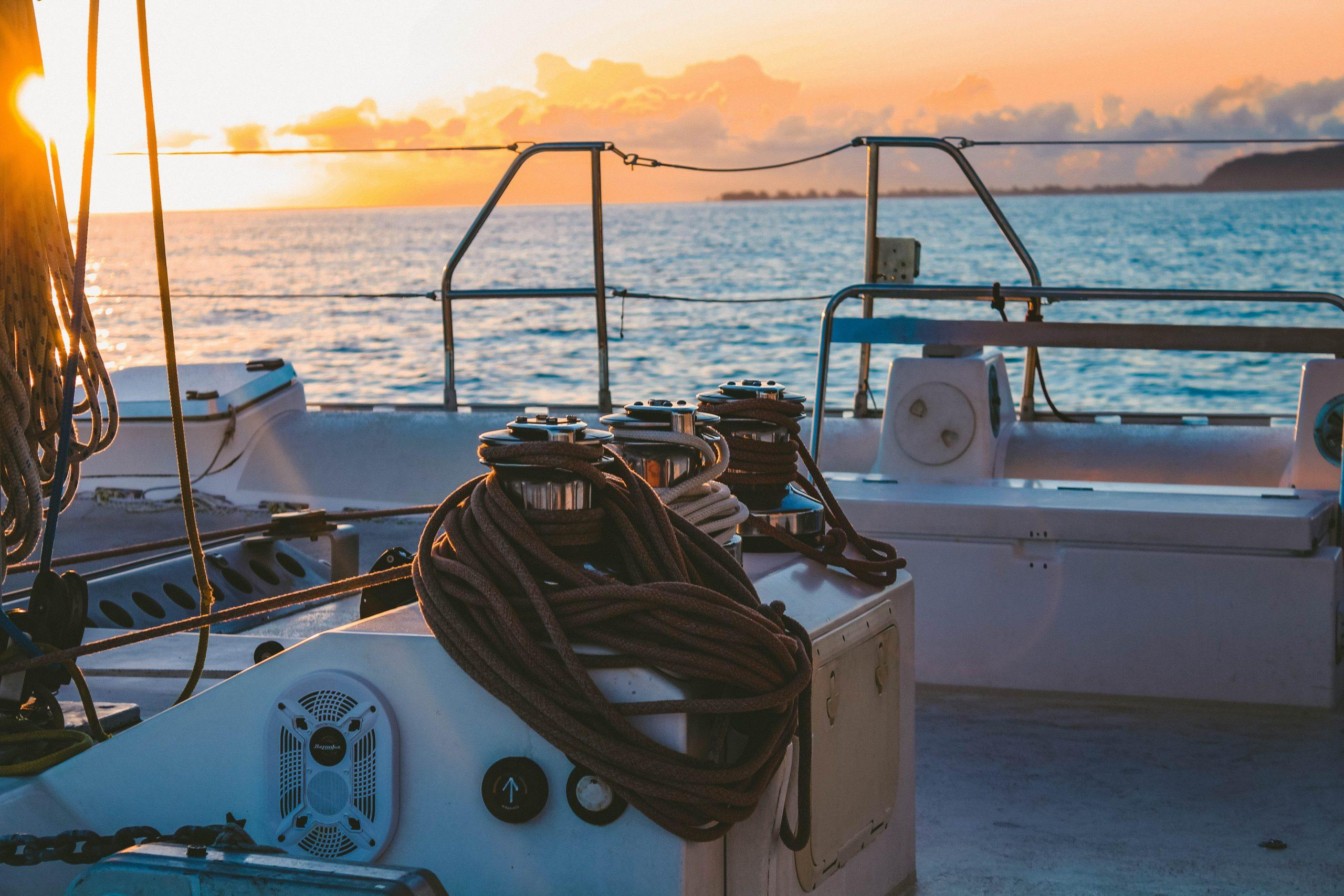 white-deck-of-boat-in-middle-of-sea-1167023